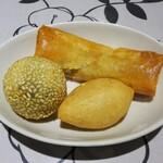 Honkontenshinrou - ランチ:香港点心セット(春巻(若鶏肉入り)、鹹水角、黒ゴマ団子)