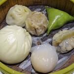 Honkontenshinrou - ランチ:香港点心セット(小龍包、ミニ肉まん、広東焼売、海老翡翠餃子、フカヒレの蒸し餃子、蒸し餃子)