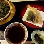 にし家 - 料理写真:天ぷらと冷やし茶そば