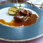 ビュッフェ&カフェレストラン ナイト&デイ - 牛フィレ肉とフォアグラのソテー ロッシーニ風 トリュフ風味のソース