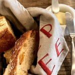 Boulangerie Bistro EPEE - テーブルのパン