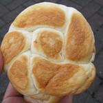 パン工房ブリエ - ハムカツパンの裏面(キュートです♪)