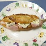 149460600 - ハムとカマンベールチーズのサンドイッチ(760円)