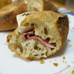 149460653 - ハムとカマンベールチーズのサンドイッチ断面
