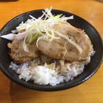 149462667 - ミニチャーシュー丼 352円。