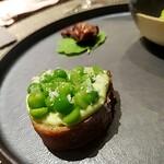 ラ・ギャロワーズ - えんどう豆のブルスケッタ(前菜)。春らしくて、豆の甘みがふわ〜