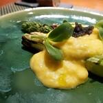 ラ・ギャロワーズ - たまご香るソースと、春の彩り、上部にはキャビア