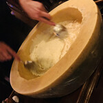 ボヌール - グラナパダーノの器で仕上げるリゾット