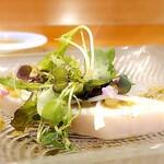 149466380 - 和歌山産鰆の炙り アンチョビと蕗の薹のソース