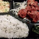 ベーカリーカフェ コア - 料理写真:ヤンニョムチキン弁当 430円