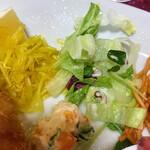豚竹林 - グリーンサラダとポテトサラダ、もやし