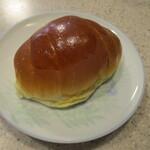 アンジェラ - 料理写真:バターロール。定番ですネ。