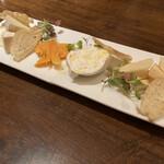 アンジェロ - * チーズの盛り合わせ 1,950円