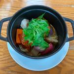 野菜ビストロ レギューム - レギュームコースのメインは根菜がいっぱい入ったストウブ料理♡
