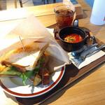 萬燈珈琲店 - 料理写真:本日の特製サンドイッチ 1000円 スープ付き、ドリンクバー付き