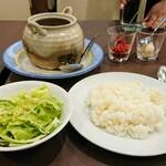 149495220 - ココットカレー(チキン)はサラダ付きで1650円、ライスはお代わりできます