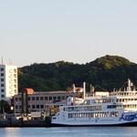 アネモス - 土庄港とホテル