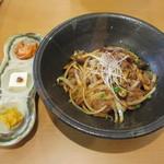 タモーチェ - 豚肉とキノコのおどんぶり