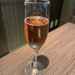 バー&グリル ダンボ - 乾杯シャンパン