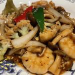 Shanghai Dining 状元樓 - 海老と季節の野菜の黒豆炒め