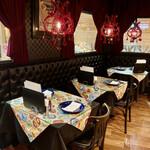 curry restaurant BRUNO - 店内は広くて落ち着いてます。