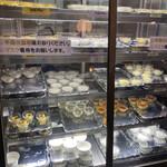 横浜大飯店 - 冷蔵庫にスタンバイされたスイーツ