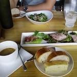14952010 - ピザランチの前菜と食べ放題のパン