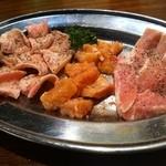 ヤキニク家。玄 - 塩焼きセット(ミノ・ナンコツ・トントロ)