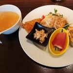 149521360 - ランチは中華っぽくない独創的な前菜盛り合わせ付き、熱々スープはオイルのコクと揚げ葱の香ばしさが印象的