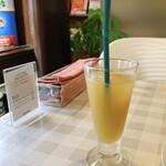 パスタ・エ・カフェ・シオサイ - Bセット りんごと桃のジュース 2020.06