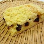 タンネ - クランブルがホロホロのチェリー入りの菓子パン