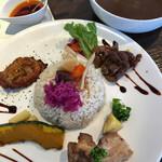 にく家のカレー - 料理写真:気まぐれ3種盛カレー 200g 1000円