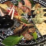 チェリーナ邸 石窯イタリア酒場料理 - 前菜5種盛り合わせ オリープ、サーモンのクリーミーマリネ、燻製オイルサーディン、フリッタータ、バジルポテトサラダ!