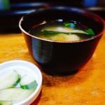 お食事処 石 - 味噌汁と漬け物