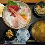港食堂 - 料理写真:海鮮丼(大盛)