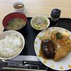 レストランミートアイランド - 料理写真:ハンバーグと白身フライ定食950円