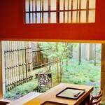 149551040 - ◎ ガラス越しに素敵な坪庭が見える。