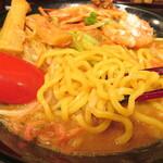 蔵味噌ラーメン 晴っぴ - 麺