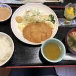 中央食堂ヤーや - 料理写真:三元豚のロースカツ定食