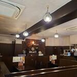 Murugi - 店内中央の席。