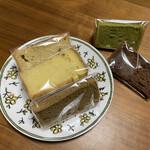 菓子工房 ぶぅ - 料理写真:大きなシフォンケーキをカット売りしてくれます♡