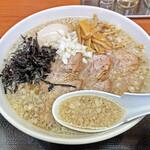 肉煮干中華そば 鈴木ラーメン店 - 「カエシ」が変わったスープ
