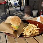 クレープリー・スタンド シャンデレール天王寺 - お外で食べると美味しいね(๑><๑)
