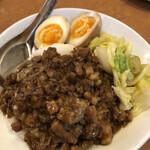 新台北 - 料理写真:ルーロー飯 935円 異国情緒炸裂