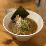 らZOKU - 料理写真:しょうゆらーめん 700円