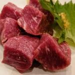 ジンギスカン ひげのうし - ラム肉の厚焼きステーキ