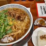 東京らあめんタワー - 醤油ラーメンちぢれ大盛り炙り厚切りチャーシュー1,200円