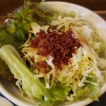 鶏匠 暁 - ベーコンチップがたくさん。旨味のアクセント。