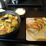 五味八珍 - 料理写真:五目ラーメンと餃子のセット 869円