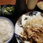 恋鯉 - 生姜焼定職 ドレッシングとマヨネーズがついてくるのが意外とツボ❤️ 定食の中ではこれが一番好き!